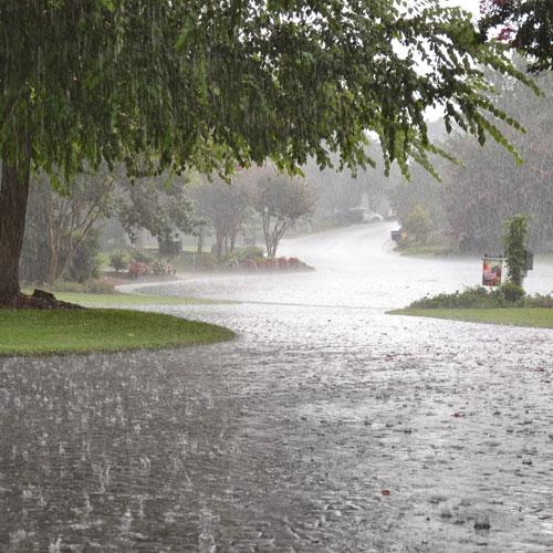 جدیدترین اس ام اس های عاشقانه و جملات رمانیتک ویژه روزهای بارانی پاییز